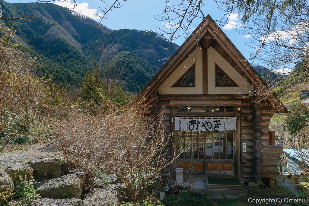 あきる野市・乙津で、50年作り続ける、十勝小豆の「乙訓おやき店」の外観
