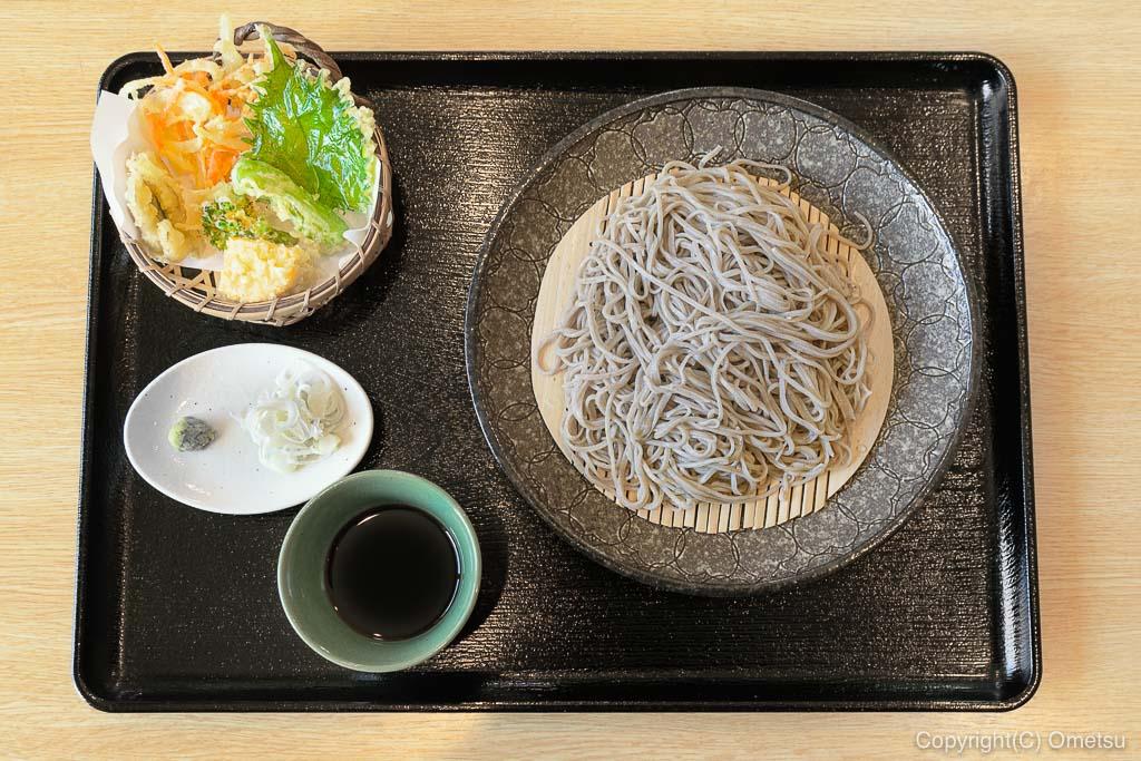 青梅・千ケ瀬の 「稀星」の、天ぷらと蕎麦