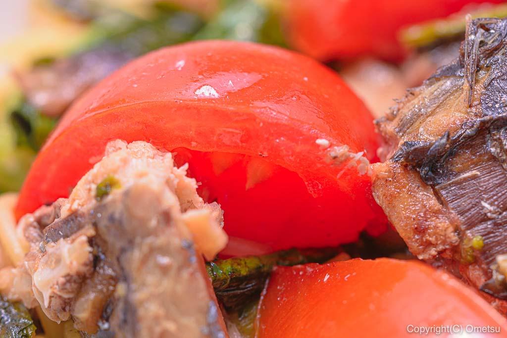 トマトとサバとのらぼう菜のパスタ