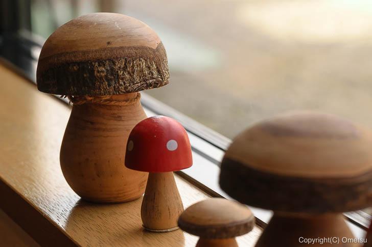 青梅市・内沼きのこ園の喫茶室「ぴるつ」の、キノコの置物