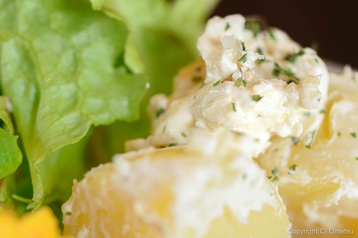 青梅市・内沼きのこ園の喫茶室「ぴるつ」の、ジャガイモのクリームチーズ和え