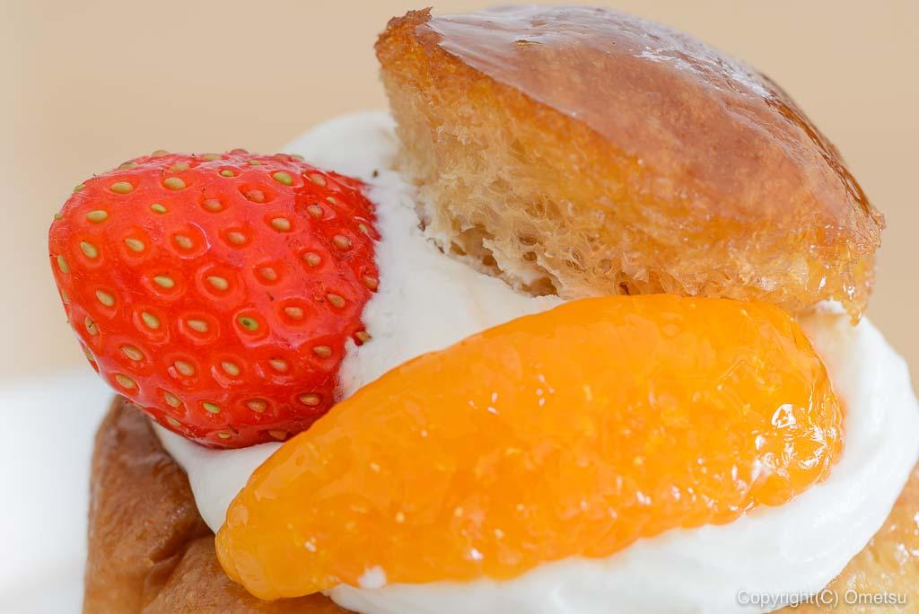ヘーゼル洋菓子店のサバランのフルーツ