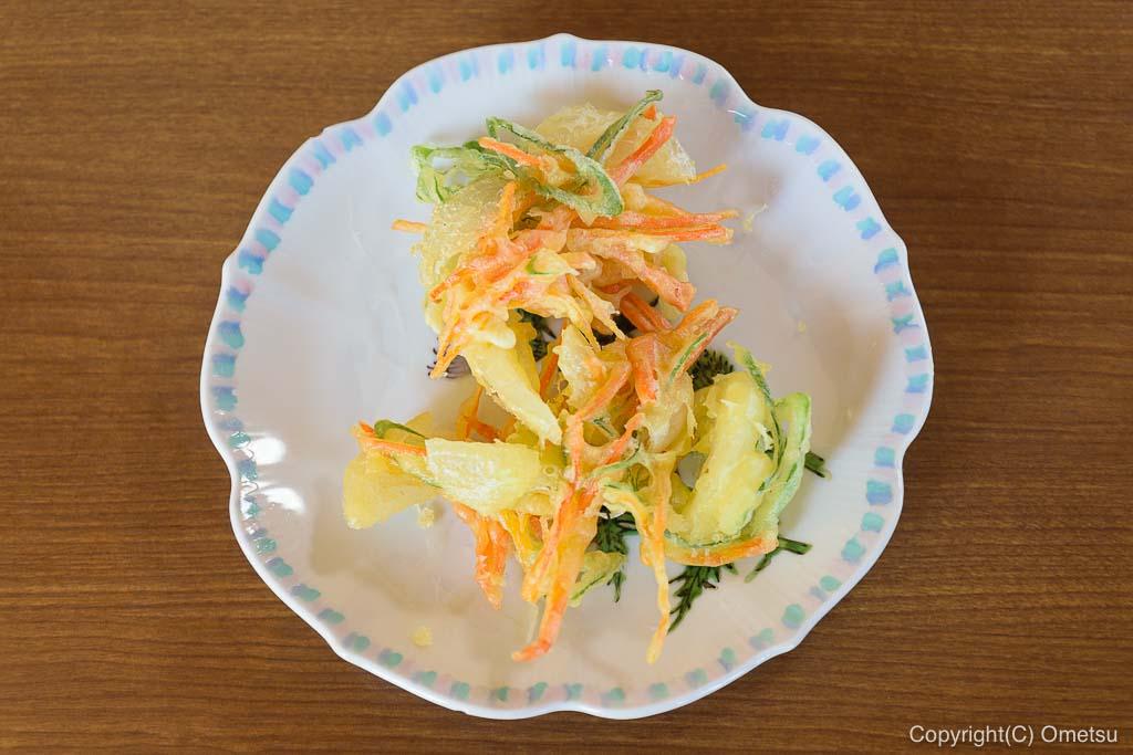 青梅市の蕎麦店、「ギャラリー亜陶」の、野菜の天ぷら