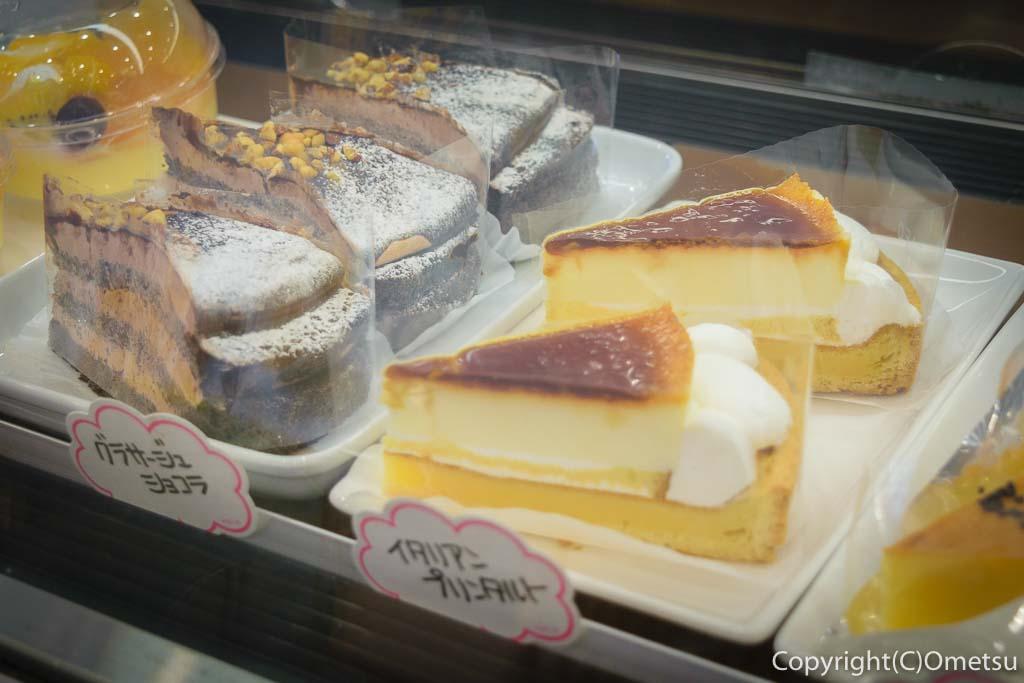 青梅・河辺の、うさぽんCAFEのケーキ
