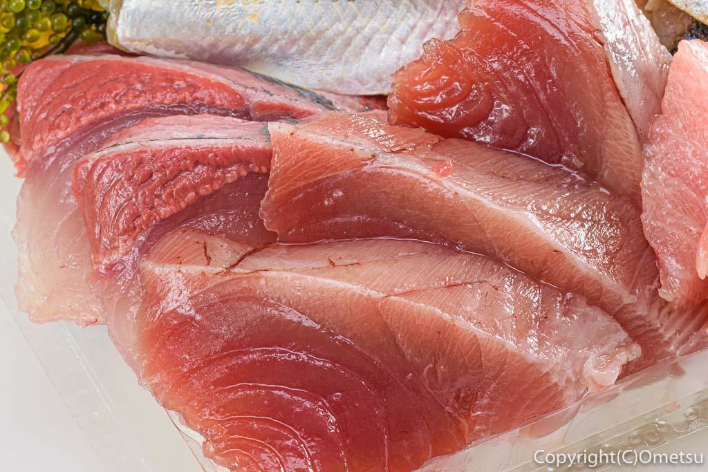 東青梅・寿司勝の海鮮丼のマグロ