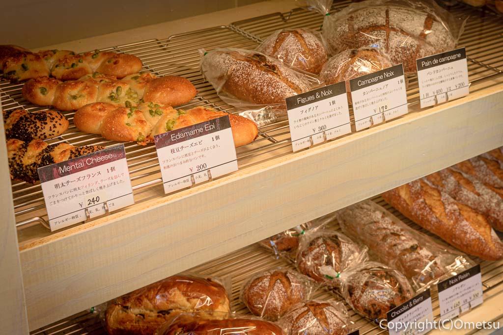 青梅・河辺のパン屋「麦の芽」店内