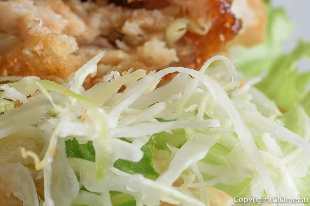 青梅・河辺のパン屋、ぱん吉のキャベツメンチのキャベツ