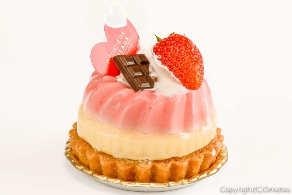 青梅・河辺のケーキ店、マシェリーアンジュの、苺のムースタルト