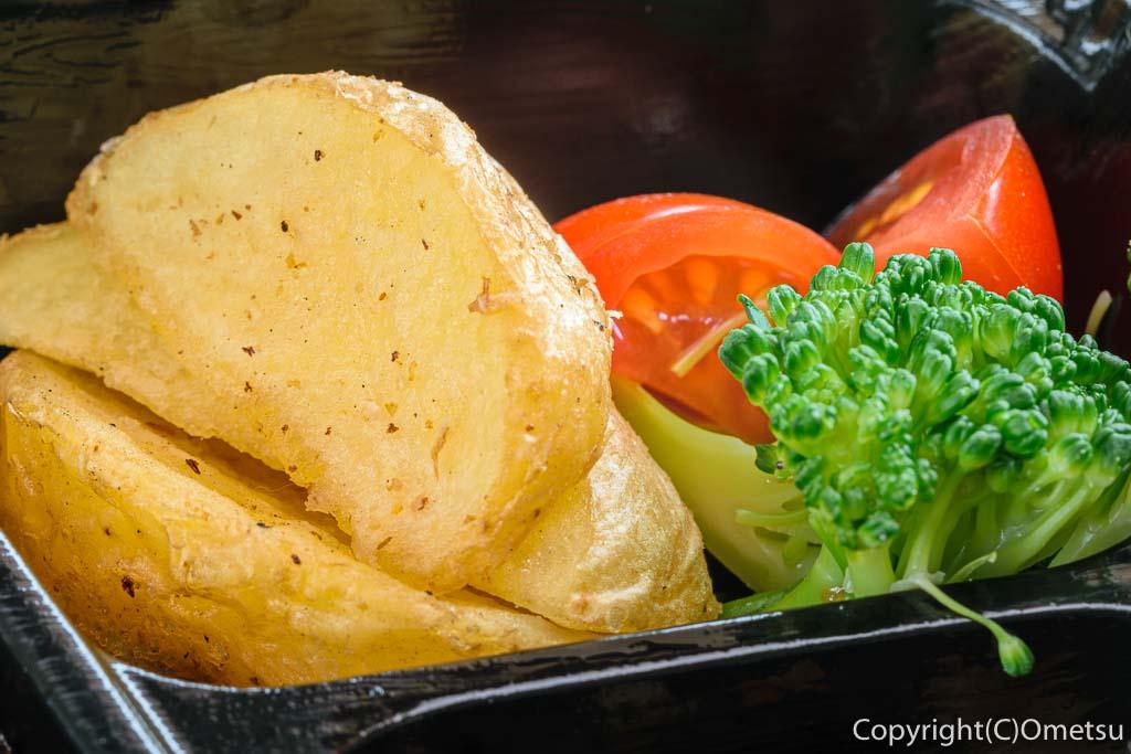 青梅・河辺のチャコグリルの、ハンバーグ弁当の野菜
