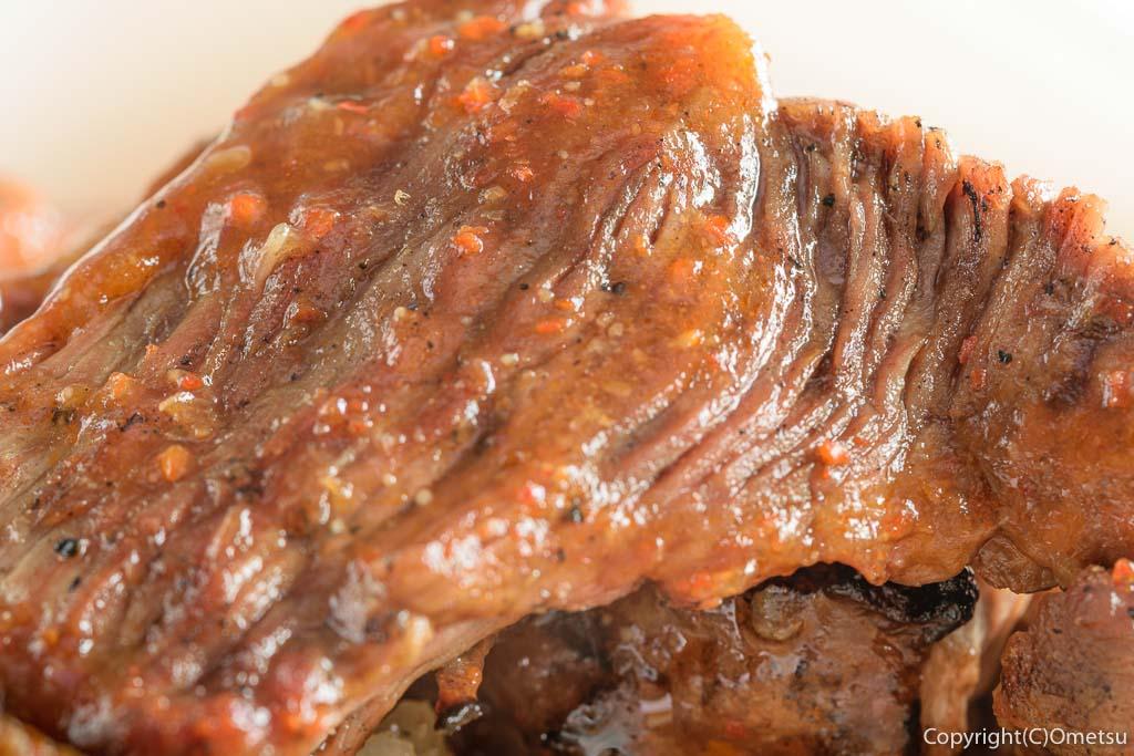 青梅・河辺の「宮よし」の豚ハラミ丼の肉