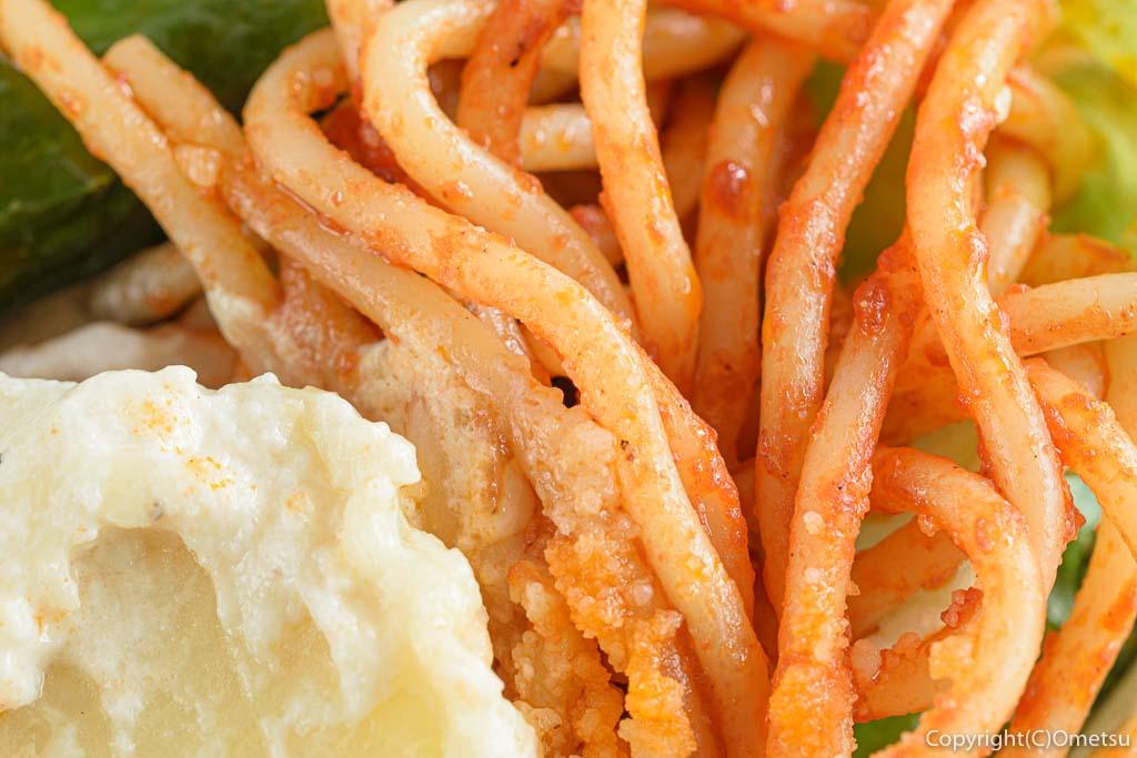 小作「世界一のミートボール」のハンバーグ弁当のスパゲティ