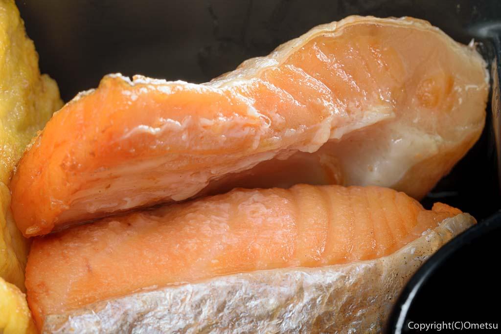 青梅・河辺の居酒屋「居ッ歩」の日替わり弁当の鮭