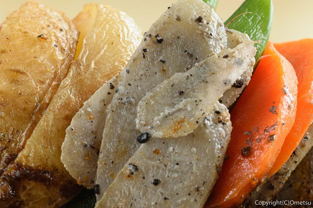 河辺の洋食店、シナモンの煮込みハンバーグのごぼう