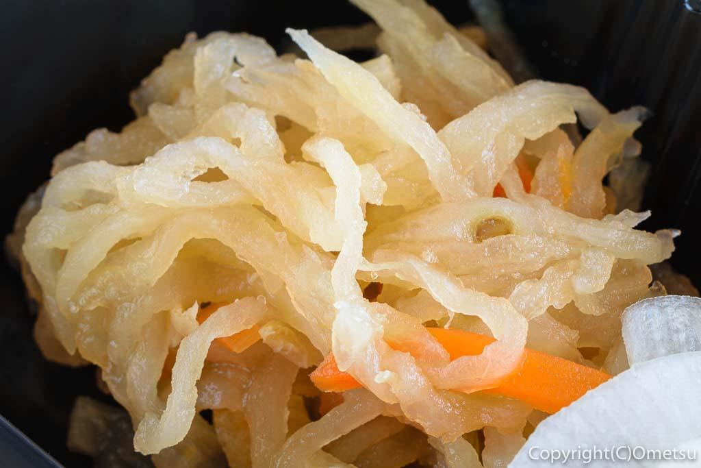 青梅・河辺の「みやもと」の豚の生姜焼き弁当の、切り干し大根
