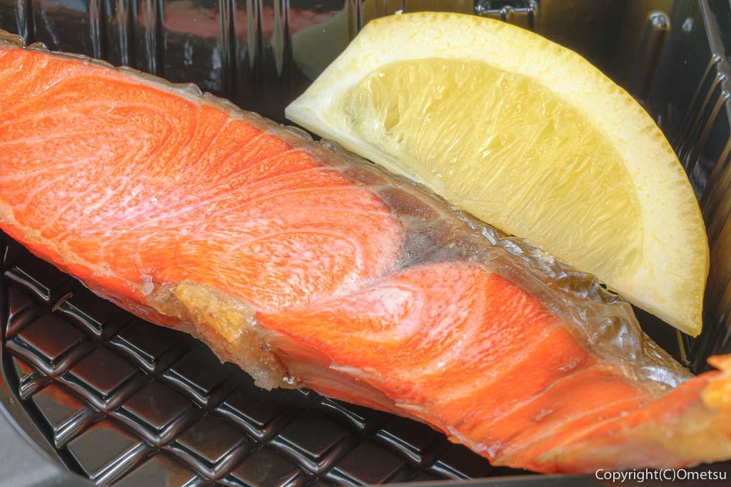 東青梅の居酒屋、「こいずみ」の紅鮭のり弁当の鮭