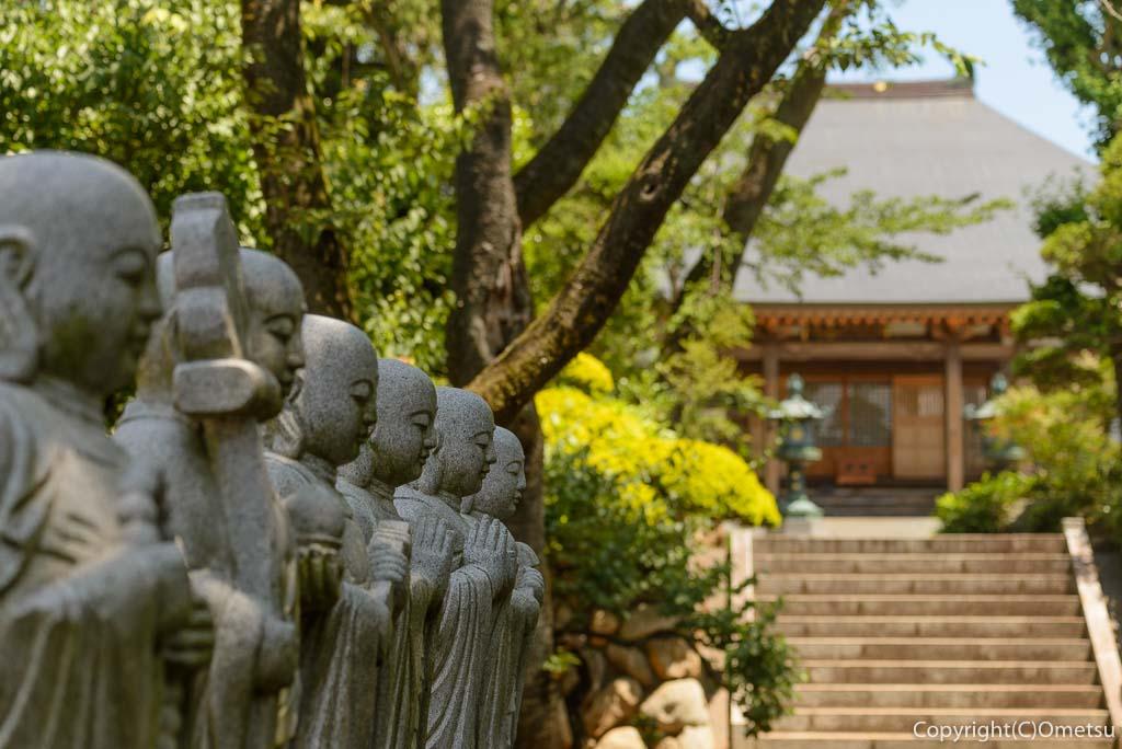 慈勝寺の境内
