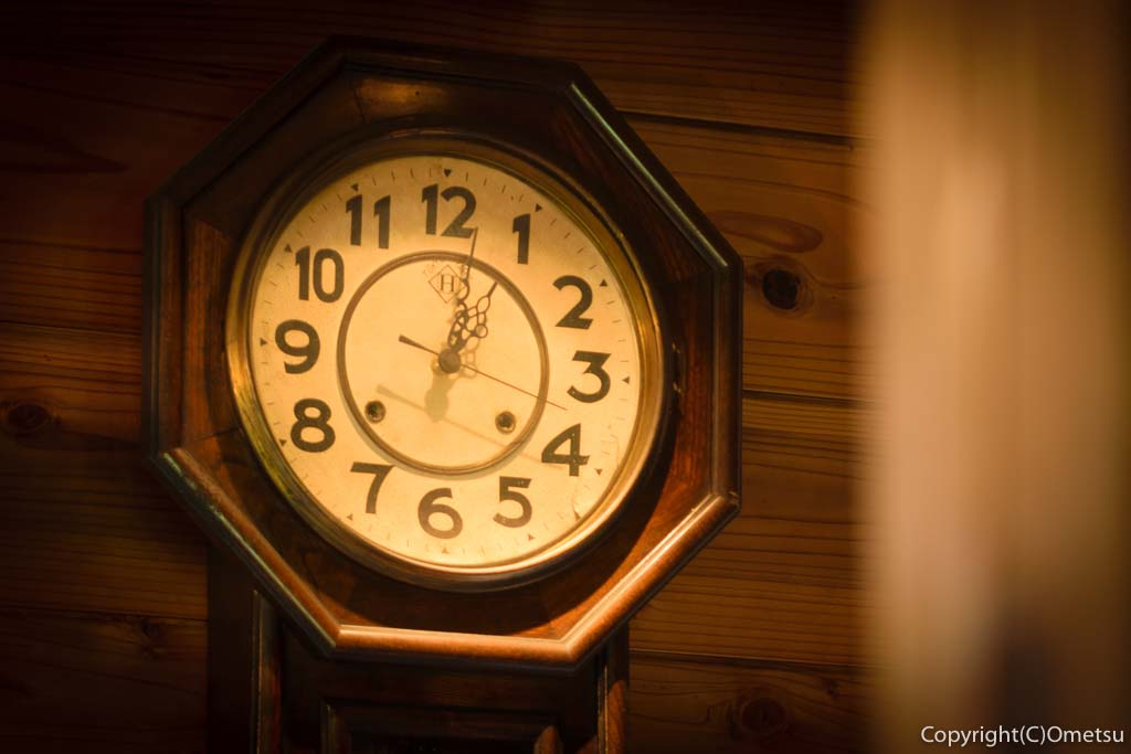 青梅・岩蔵温泉の、カフェ・ユバの古時計