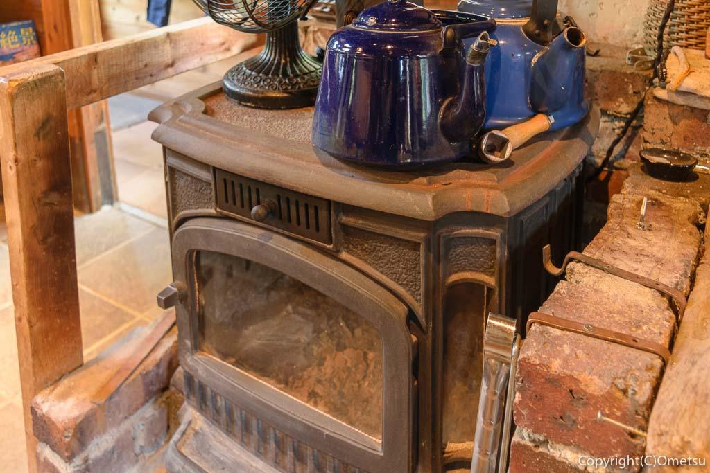 青梅・岩蔵温泉の、カフェ・ユバの薪ストーブ