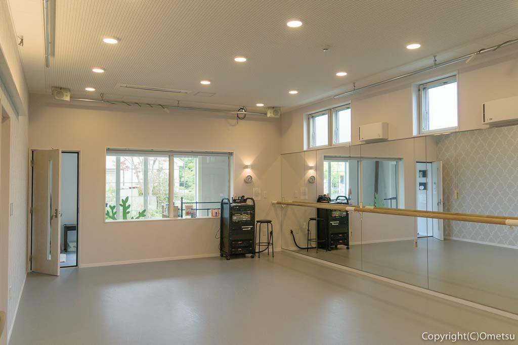 青梅・千ヶ瀬のアールネイションズのダンススタジオ
