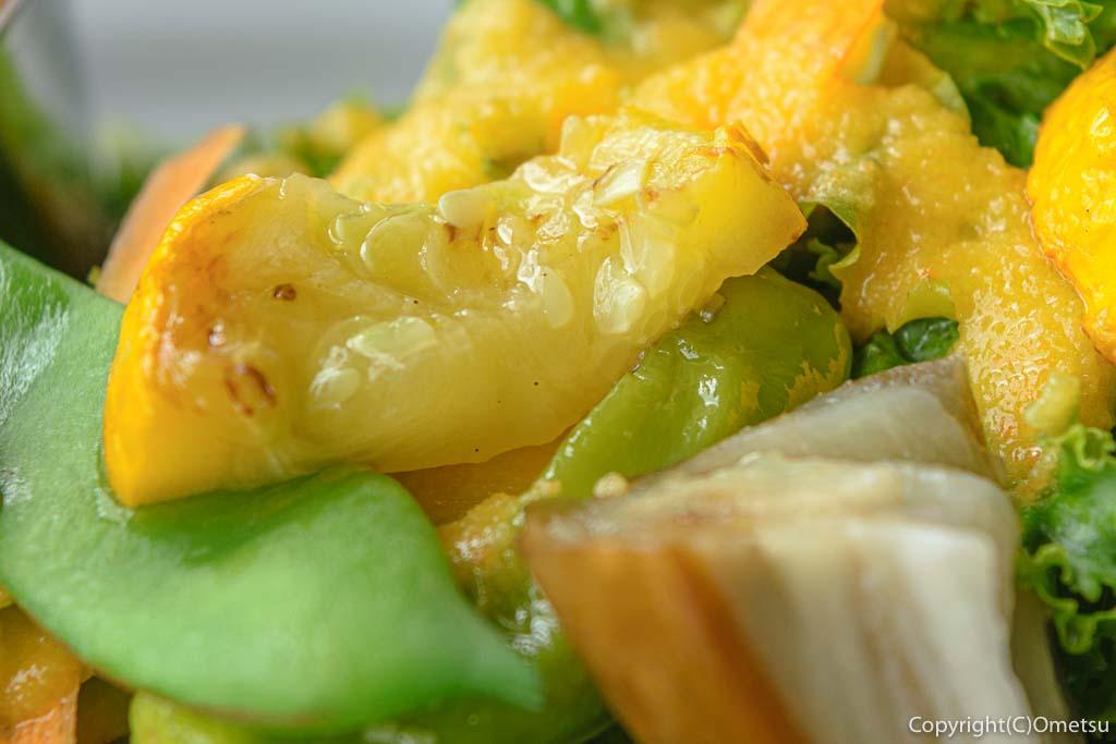 青梅・新町のむくカフェのカレーのサラダのウリ