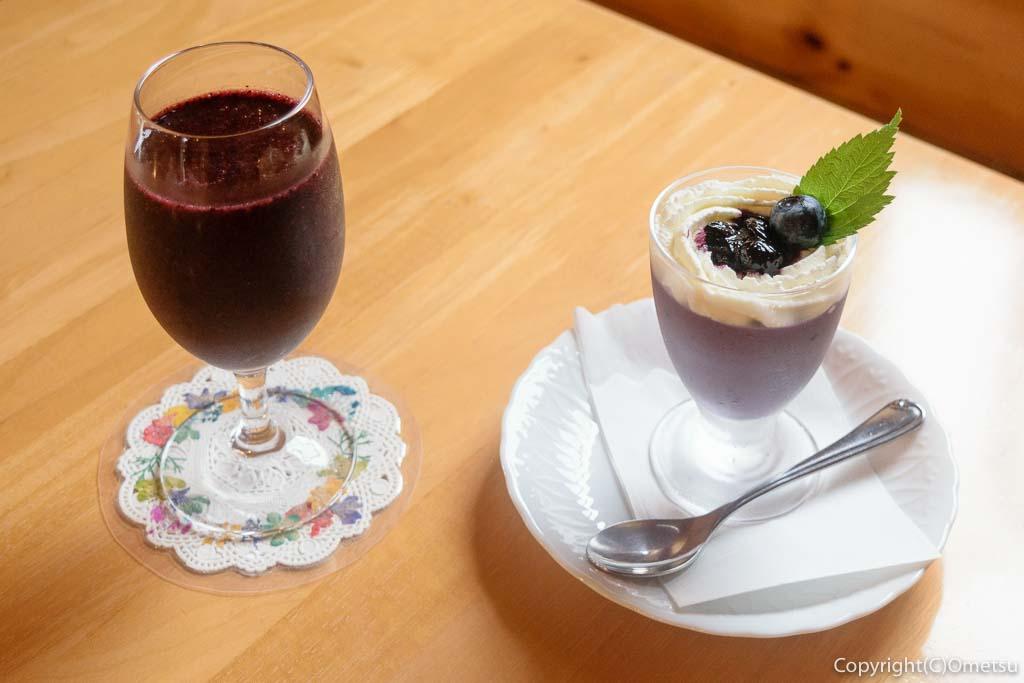東京・青梅市のカフェ、ベリーコテージブルーベリージュースと、ブルーベリープリン