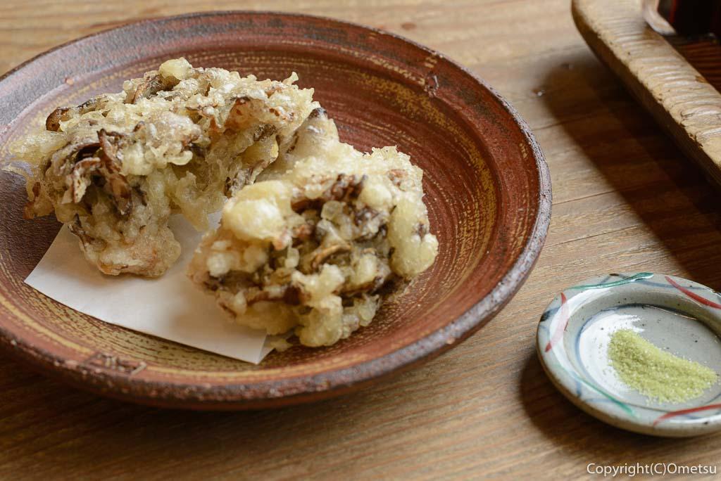青梅市・御岳山の手打ち蕎麦店、紅葉屋の、舞茸の天ぷら