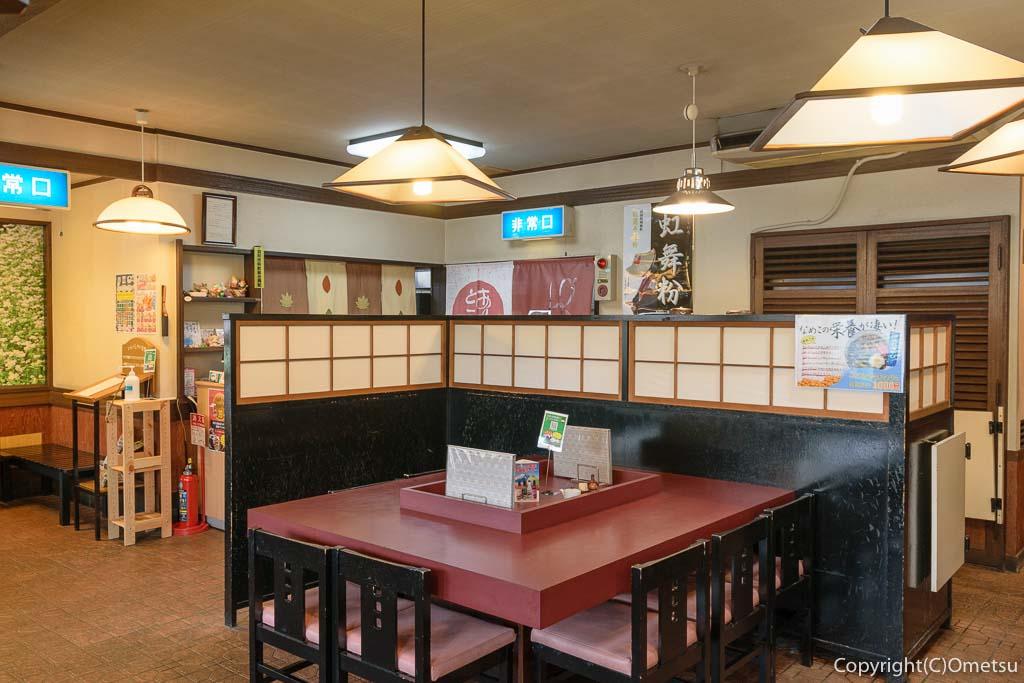 羽村市・羽西の蕎麦店、河邊の店内