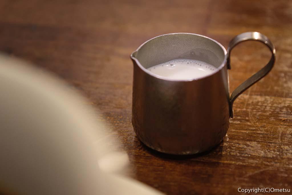 青梅・河辺の洋食店、K&Kの、コーヒーのミルク
