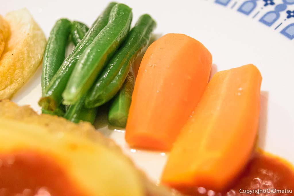 青梅・河辺の洋食店、K&Kの、牛肉のカツレツサプライズ風の野菜