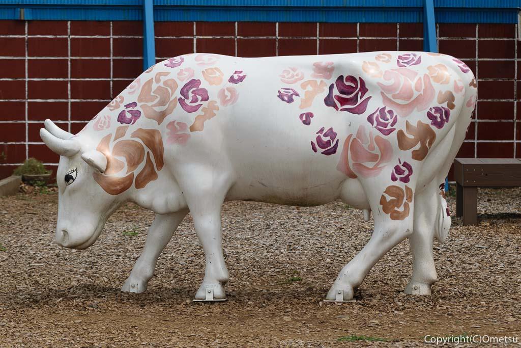東京都・瑞穂町の、清水牧場の牛のオブジェ