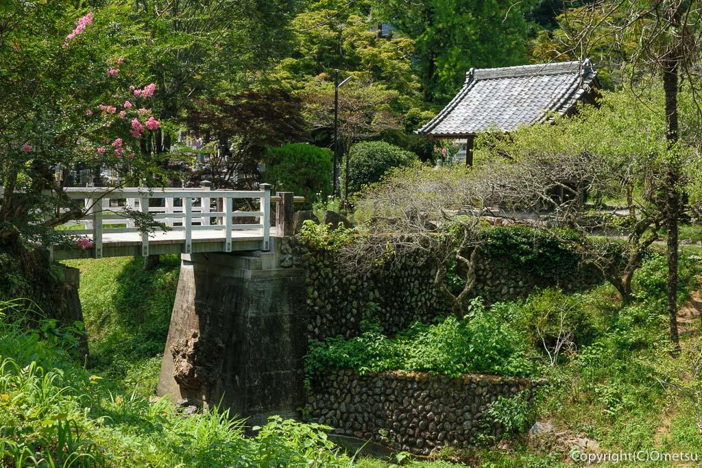 青梅市・黒沢の聞修院の橋