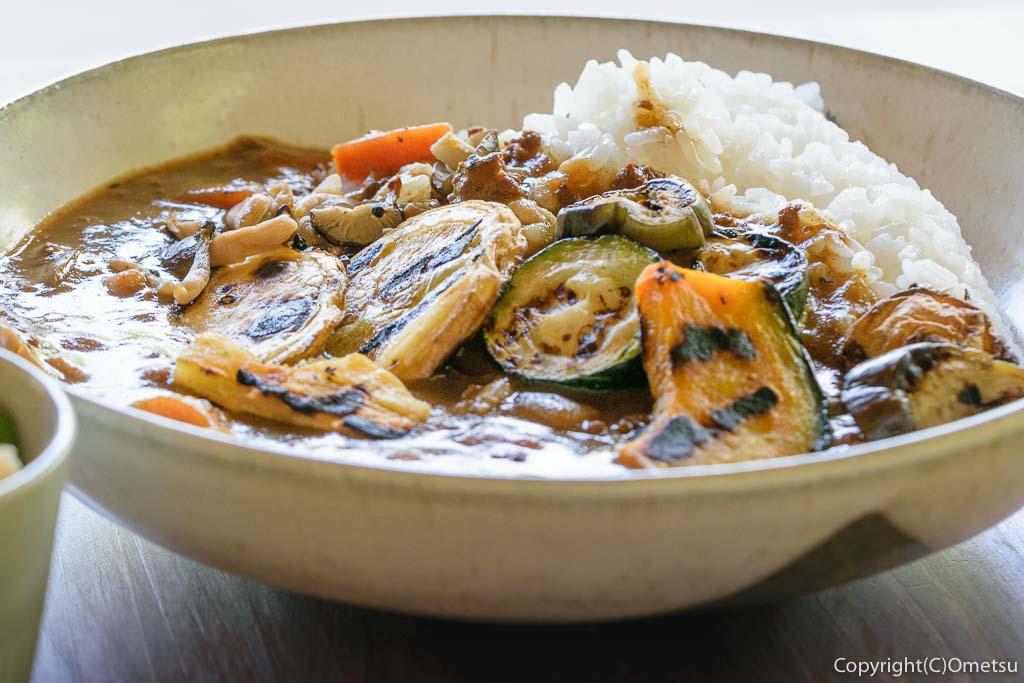 青梅市・沢井マウンテンカフェの、焼き野菜カレー