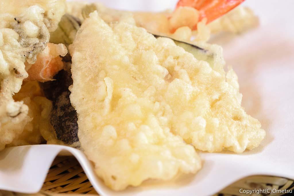 あきる野市・菅江の蕎麦店「よしの」の、キスの天ぷら