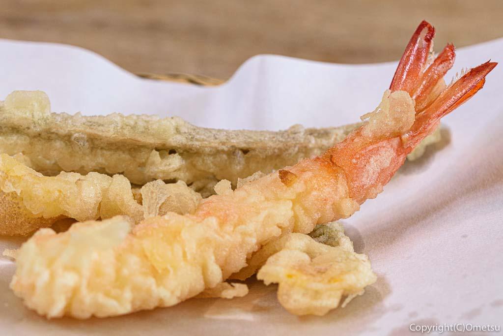 あきる野市・菅江の蕎麦店「よしの」の、エビの天ぷら
