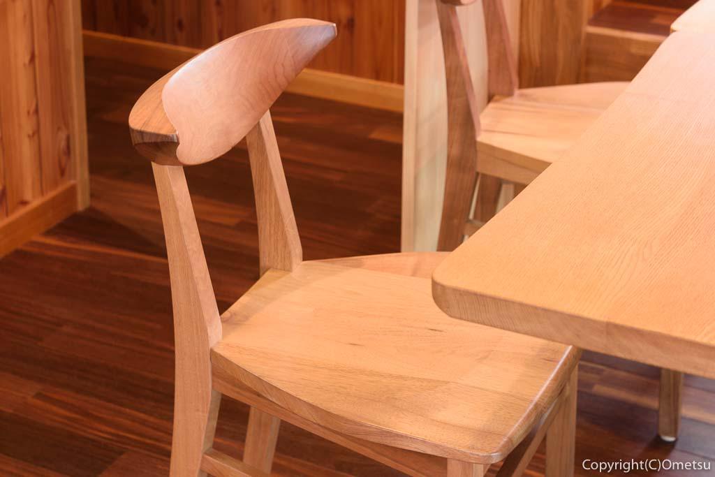 青梅の「カフェHaruKiyo」の椅子
