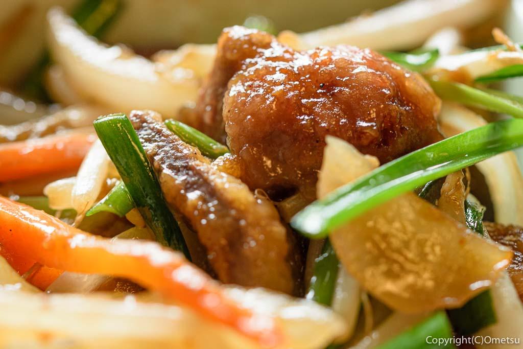 羽村市の中華料理店、遊遊天山のニラレバ炒め