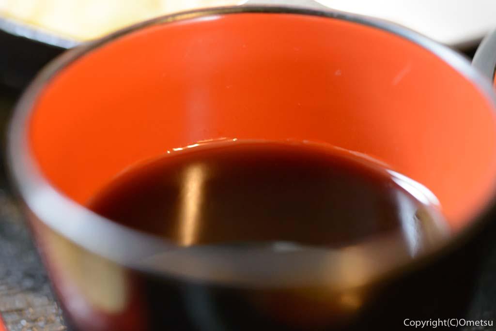 青梅市・柚木の「そばと茸の里 じゃもの」の、もりそばの汁
