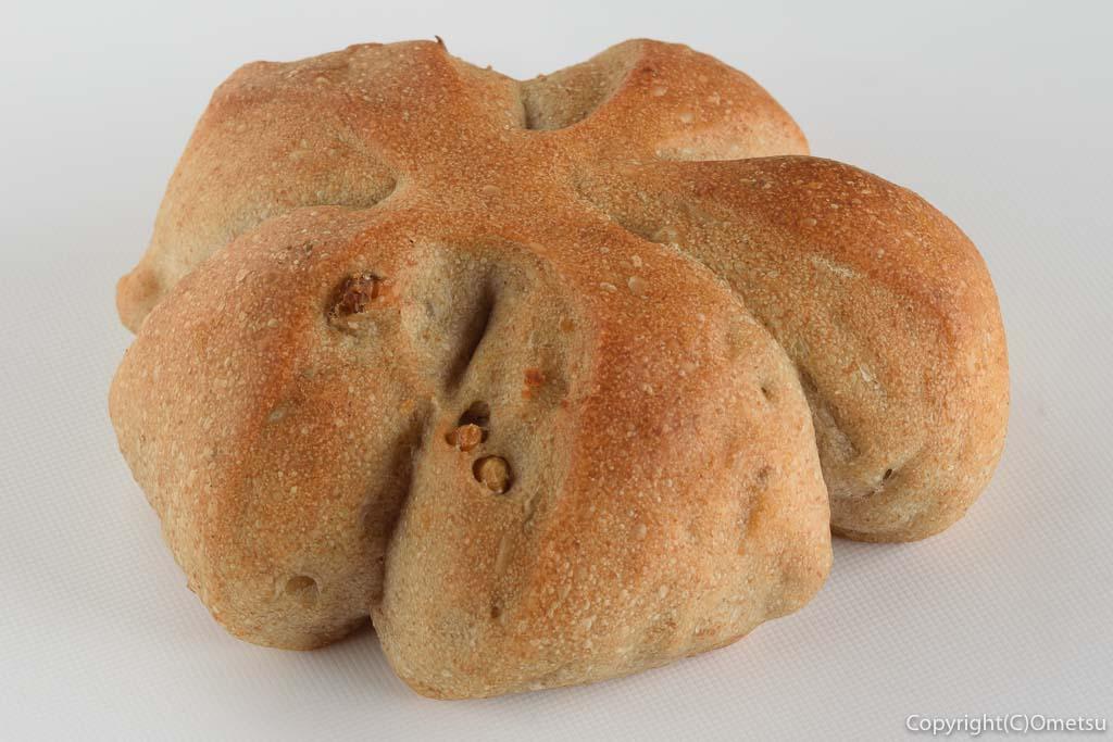 青梅市・東青梅パン屋さん、みか築や パン工房の、全粒粉のくるみパン