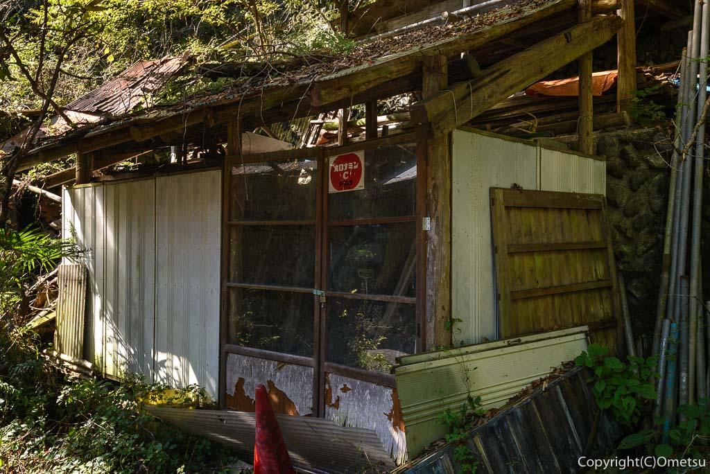 奥多摩むかし道の、廃屋