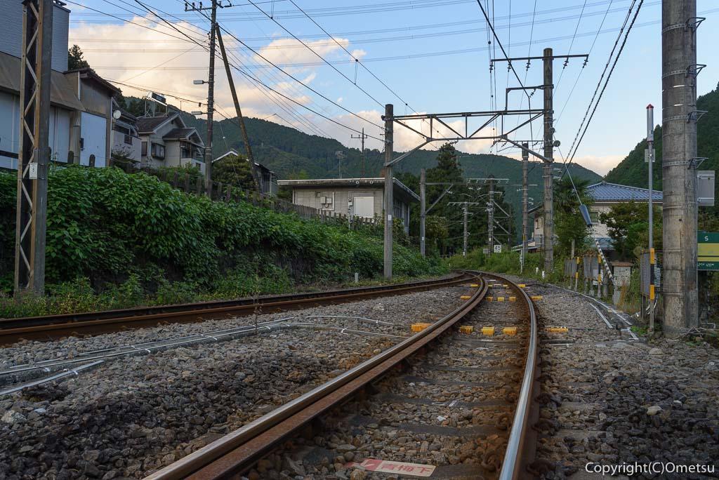 御嶽駅付近の踏切
