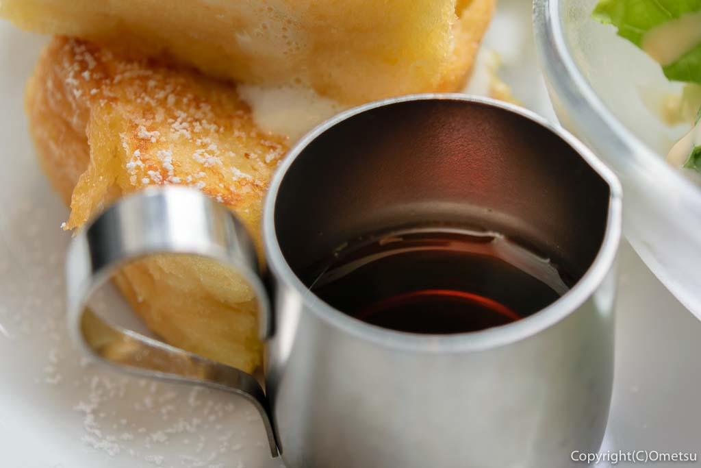 星乃珈琲店の、フレンチトースト・モーニングのメイプルシロップ