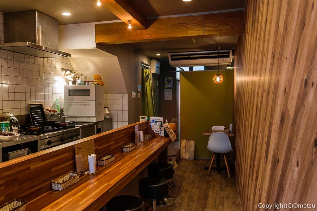あきる野市・東秋留のカフェ、シャロの店内