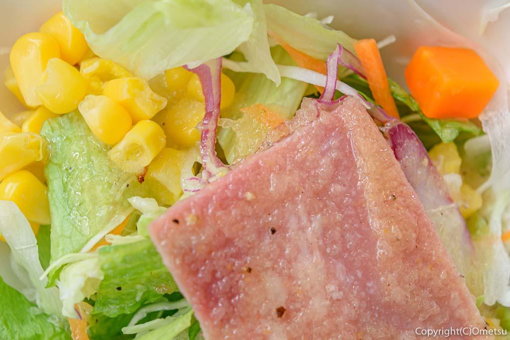 日の出町の、洋食DON・DONのサラダ