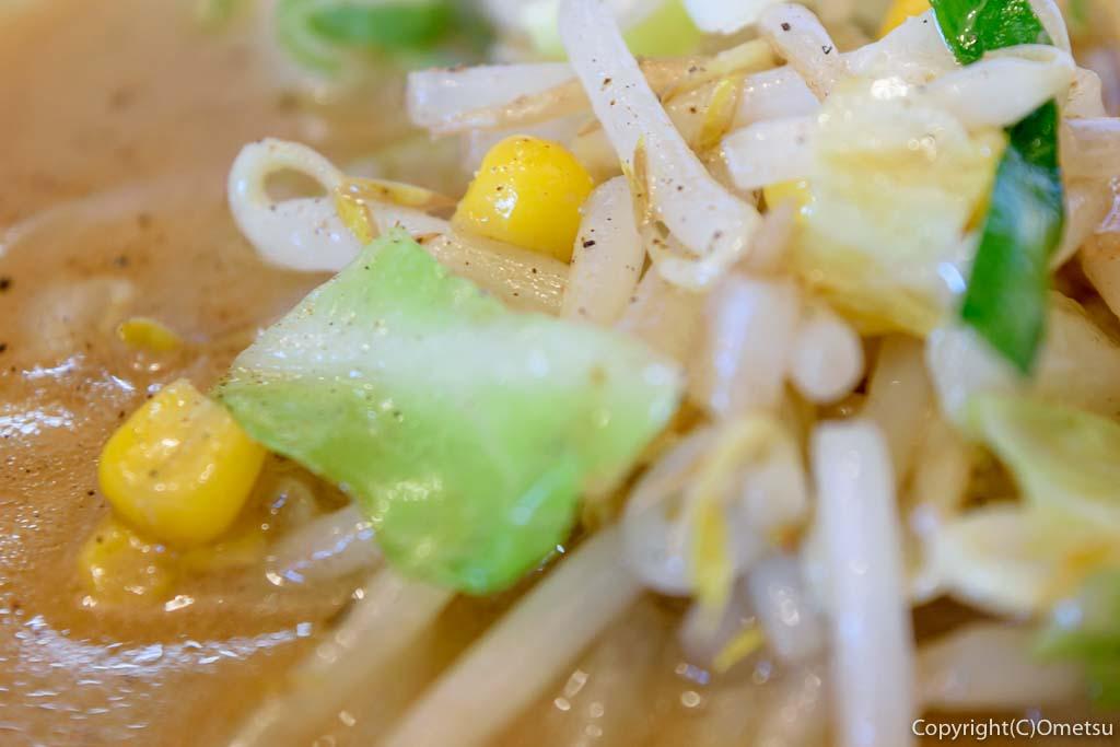 羽村市の味噌ラーメン専門店、「ななと」の、濃厚味噌ラーメンの野菜