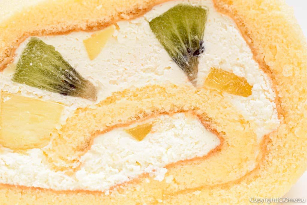 福島屋のフルーツロールケーキ