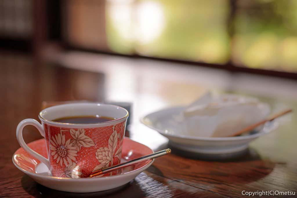 青梅市の、茶房ギャラリー木の花の、コーヒーと、レアチーズケーキ
