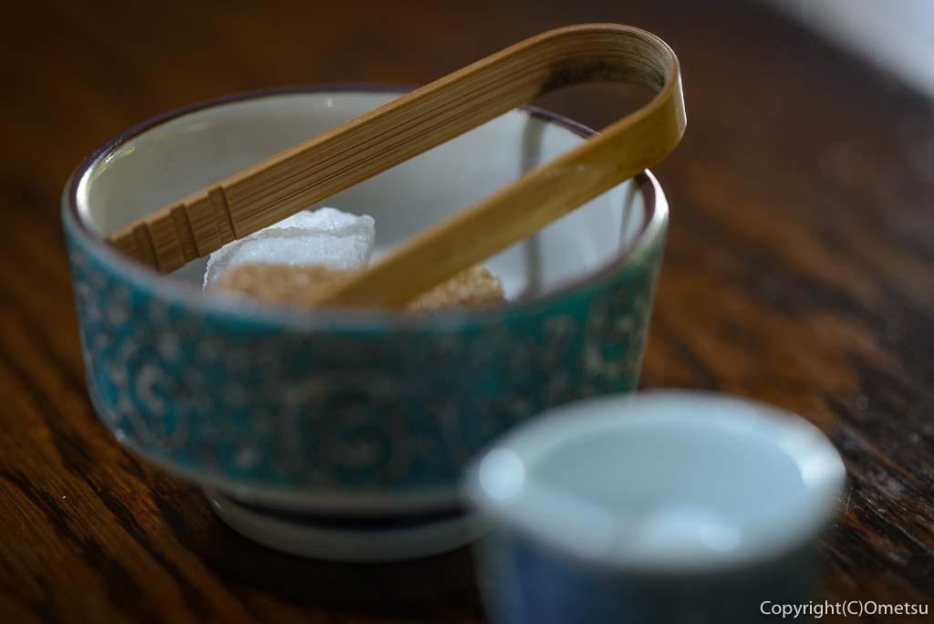 青梅市の、茶房ギャラリー木の花のコーヒーの砂糖とミルク