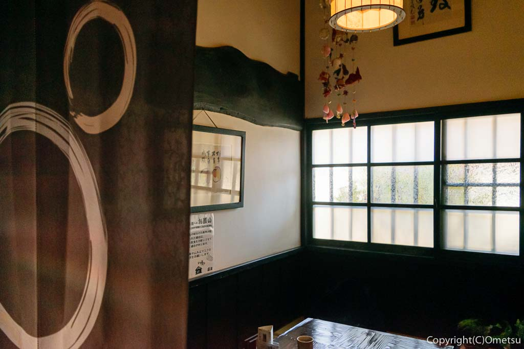 青梅・裏宿の蕎麦店、榎戸の店内