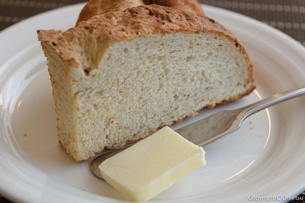 羽村市の欧風料理店、セレンディップのハーブパン
