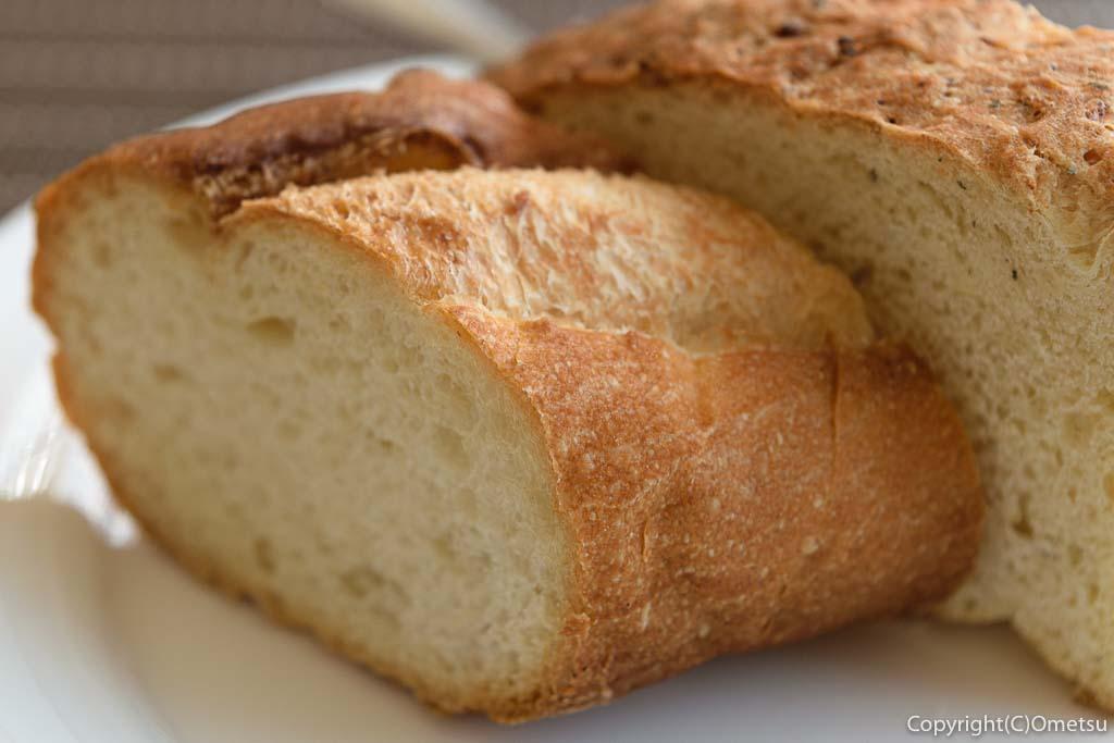 羽村市の欧風料理店、セレンディップのパン